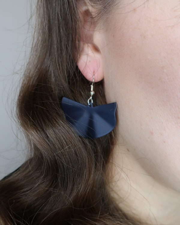 Blue fan earring with Sterling Silver hook. The perfect finishing touch to any outfit. 925 Sterling Silver hook (nickel and lead free) with rubberised alloy charm.