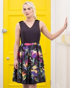 Eden combines a fitted bodice with pleated full skirt and matching waist belt. Made in a gorgeous light and silky print fabric, Eden not only looks beautiful but feels luxurious to wear too. Featuring our unique breastfeeding access design.