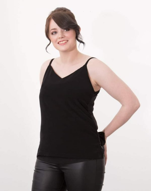 Rosa looks like a classic V-neck cami but she is bursting with hidden breastfeeding features. Rosa combines invisible zip access at the sides with an extra layer of light fabric that hugs just under the bust, meaning you can feed confidently without having to expose your stomach.