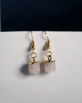 Stunning Rose Quartz dangle earring with rose gold hook. The perfect finishing touch to any outfit. Rose gold hook (nickel and lead free) with Rose Quartz charm.