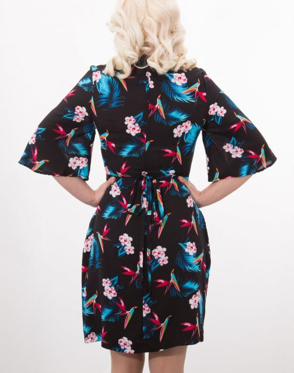 Made in a soft, light print fabric, this dress combines a wide floaty sleeve with an A-line skirt and attached belt for a flattering and stylish look.