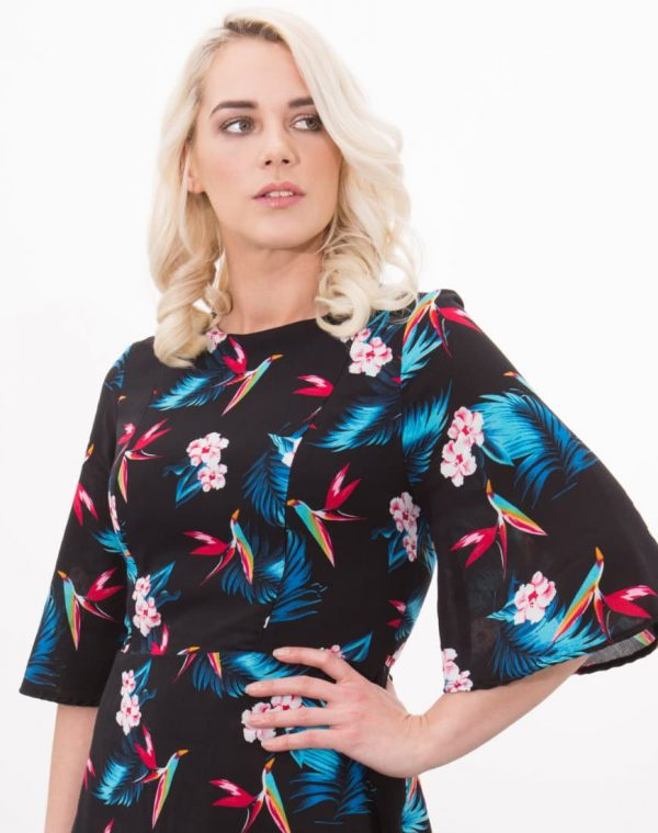You would never know Ruby is a breastfeeding dress. Invisible zips provide breast access, while the gorgeous print makes this dress a great print injection for your breastfeeding wardrobe.